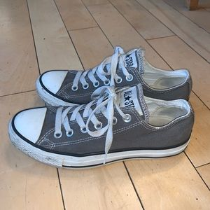 CONVERSE~ Size 5 grayish brown low top shoes.